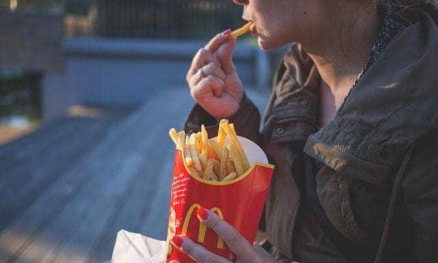Вредно ли е да се яде бързо?