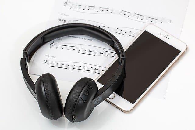 как се свързват блутут слушалки
