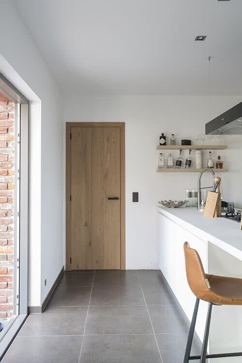 модерен облик с интериорна врата