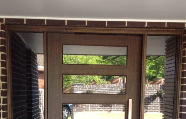 входна врата със стъкло